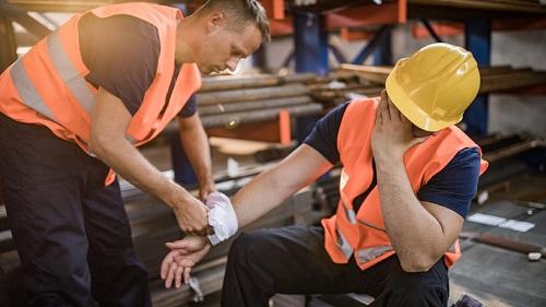 Обучение по оказанию первой помощи пострадавшим на производстве